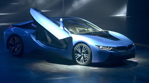 BMW puts supercar price to i8 plug-in sports car