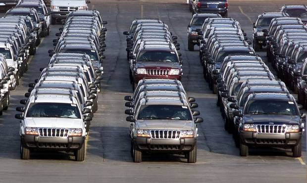Nearly 10 months after recalling 1.56 million Jeeps, Chrysler's recall drags on