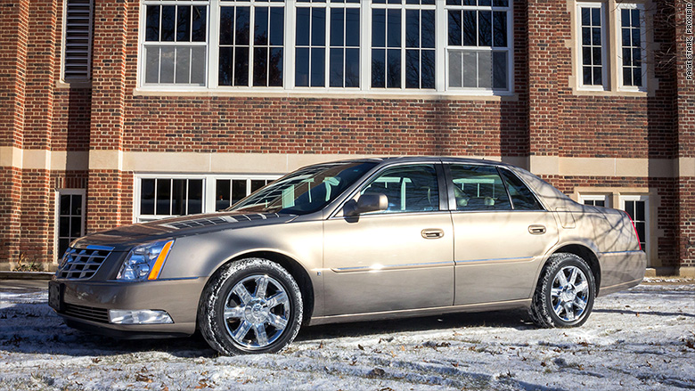 Warren Buffett's Cadillac sells for $122500