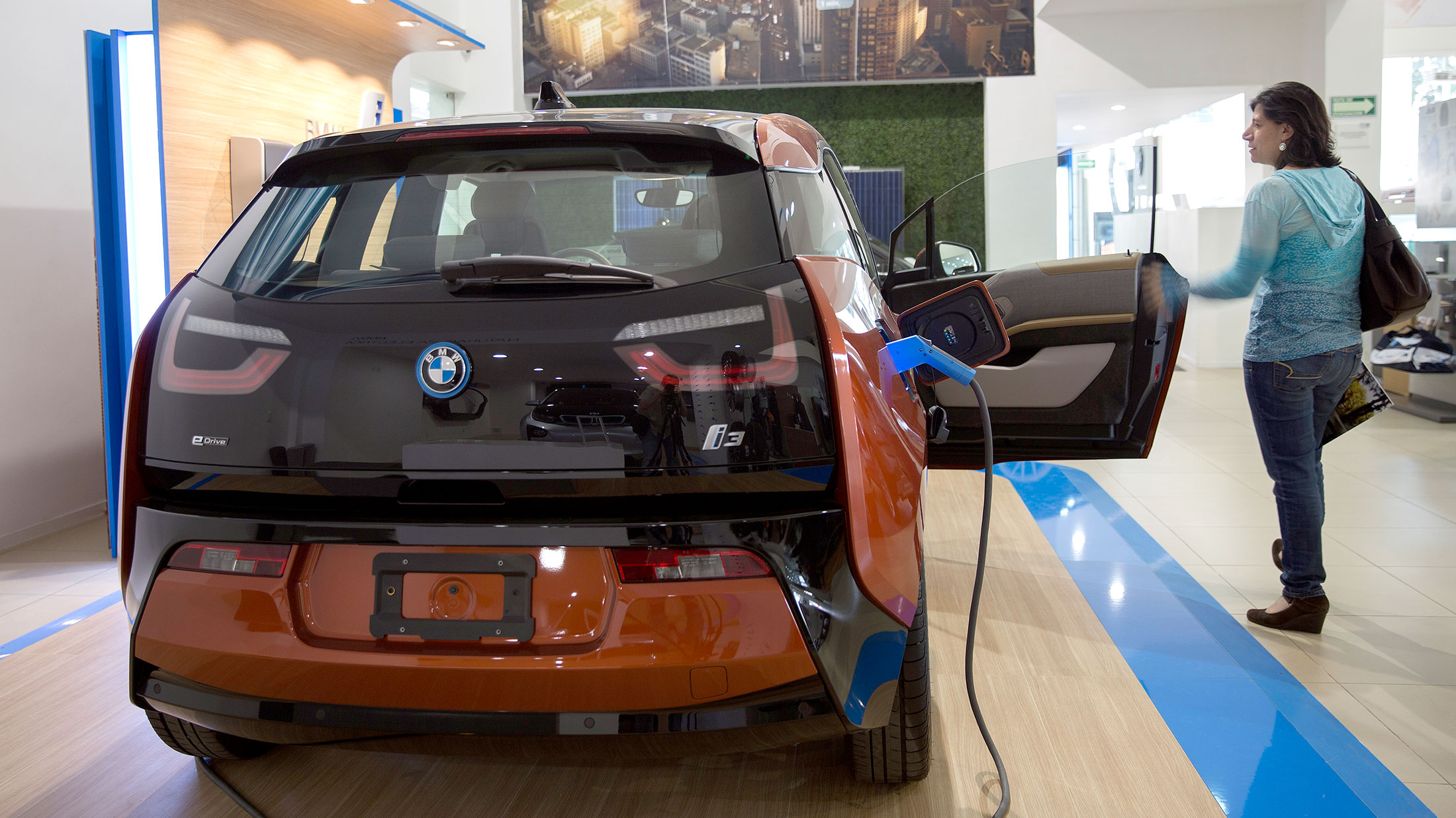 BMW Drivers Get Paid $1000 to Delay Charging i3 Electric Cars