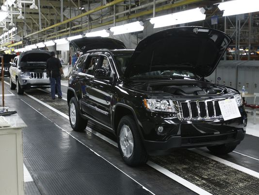 Fiat Chrysler workers mull pact that moves work to Mexico