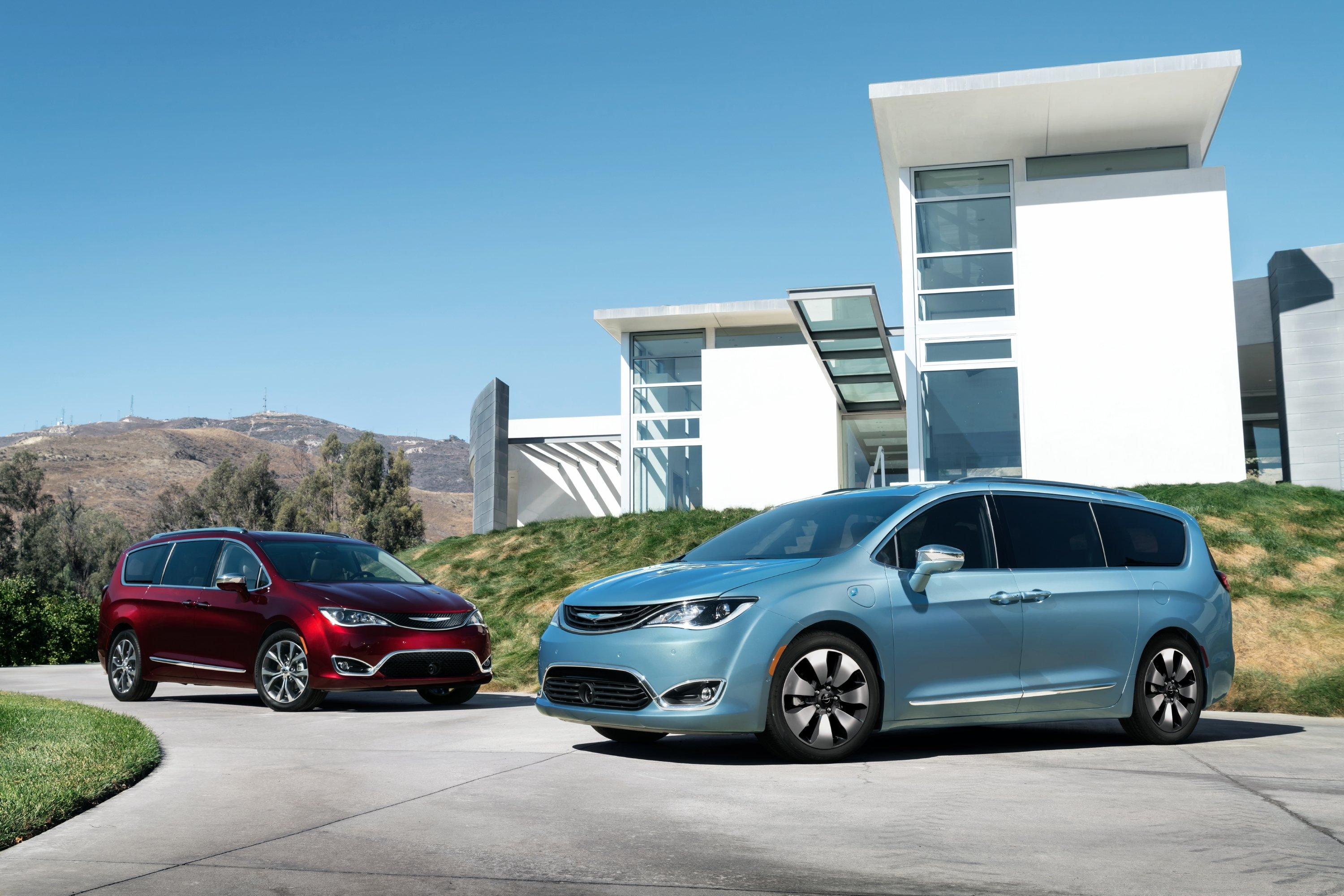 Chrysler just revived a brand that bombed the last time around, and it killed …